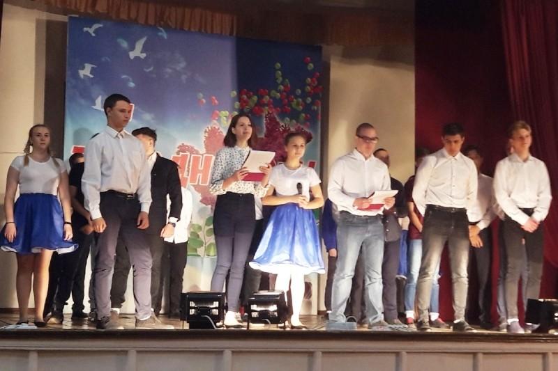 Праздничный концерт в Вольском технологическом колледже  на день пожилого человека